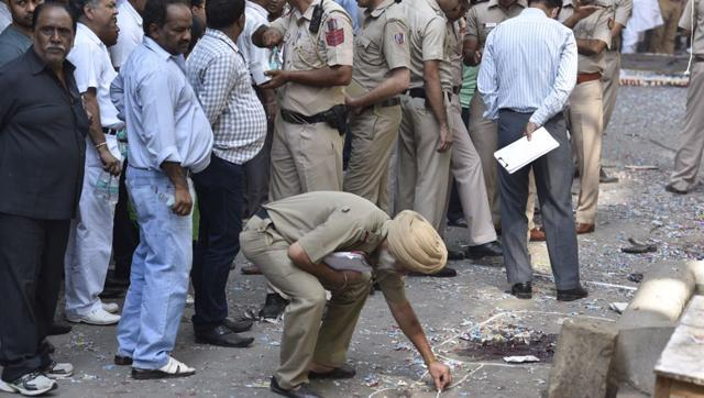 1 killed, 4 injured in explosion at Old Delhi's congested Naya Bazar