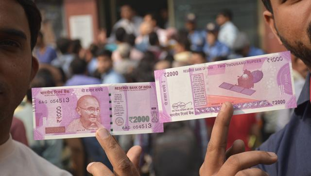 Here are 21 ways to check if your new Rs 2000, Rs 500 notes are real