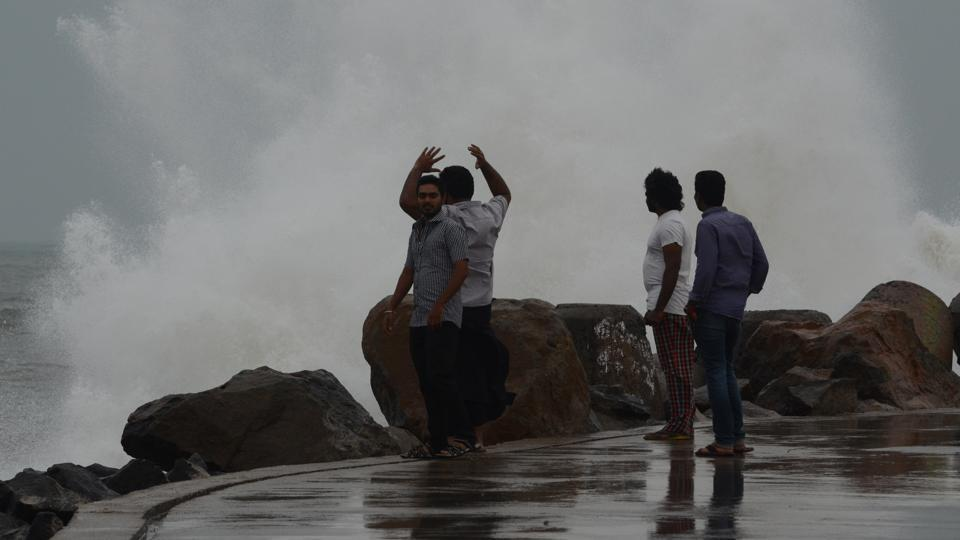 Cyclone Vardah set for landfall; heavy rain pounds Tamil Nadu, Andhra coast