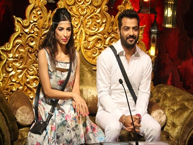 Bigg Boss 10  Mona, Manu, Manveer re-unite in the house
