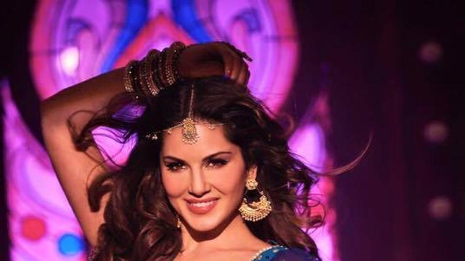 Sunny Leone sizzles in Laila Main Laila from Raees