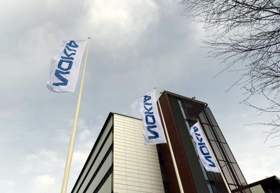 Nokia shares fall on patent dispute with Apple