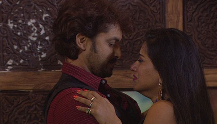 Monalisa breaks down on seeing her boyfriend Vikrant