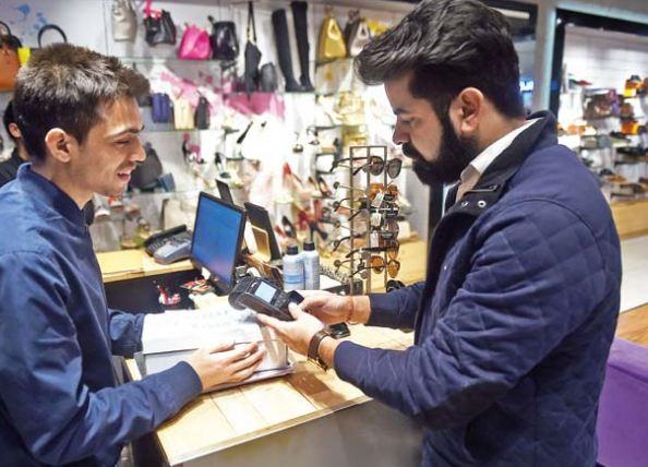 Server woes at city malls mar Noida's festive shopping plans