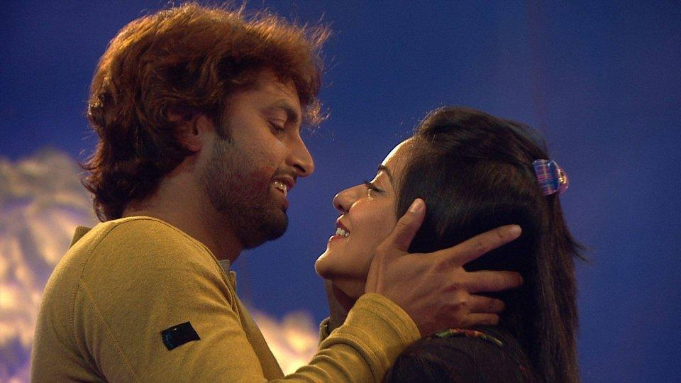 Mona Lisa's BF happy to get married on TV,See haldi pics :Bigg Boss 10