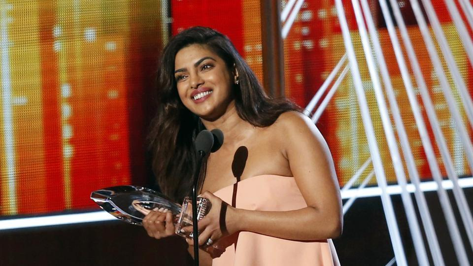 Priyanka Chopra wins People's Choice Award for Quantico , Watch her wiggle