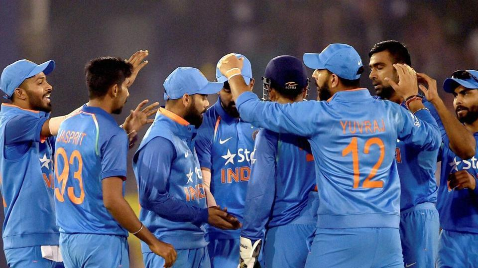 Yuvraj Singh, MS Dhoni centuries power India to series win over England