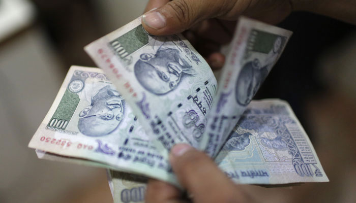 Demonetisation: I-T dept to strictly take on depositors of unverified cash over Rs 5 lakh