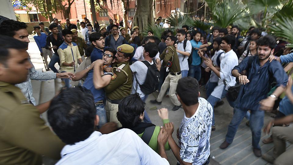 ABVP, SFI members clash as Ramjas row seeps into Pune varsity