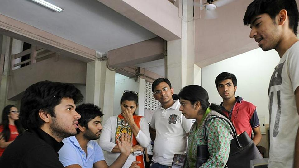 Beware Students : 23 universities, 279 technical institutes in India are fake ; Delhi tops list