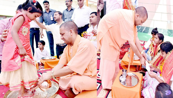 Yogi Adityanath washing little girl