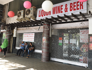 Tourism Ministry discusses liquor ban with law, highway ministries