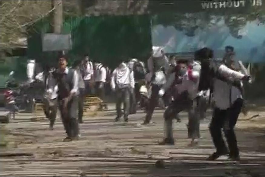Students Clash With Police in Srinagar