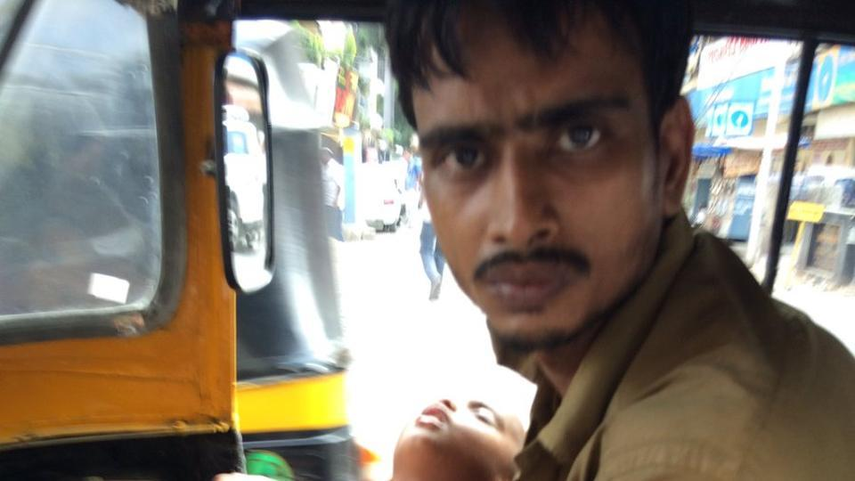 Help for Mumbai auto driver with paralysed wife after photograph of him conveying 2-year-old child goes viral