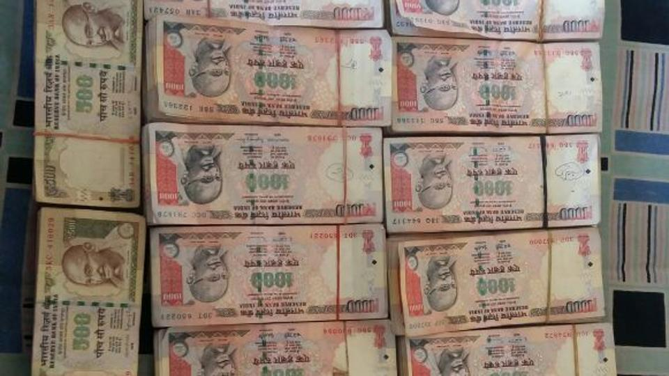 SC asks govt to consider allowing people to deposit banned notes if they have a valid reason