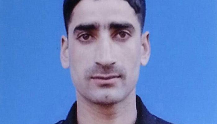 J&K : Army jawan missing with AK-47 and 3 magazines from Army camp in Baramulla; alert sounded