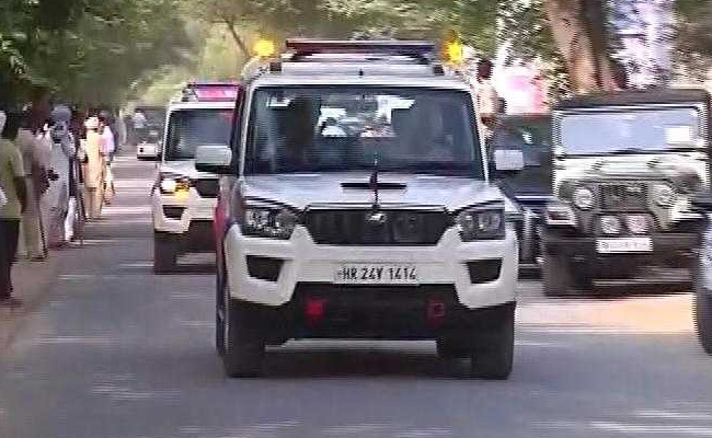 Ram Rahim Verdict : Gurmeet Ram Rahim Singh Travels By Road To Panchkula