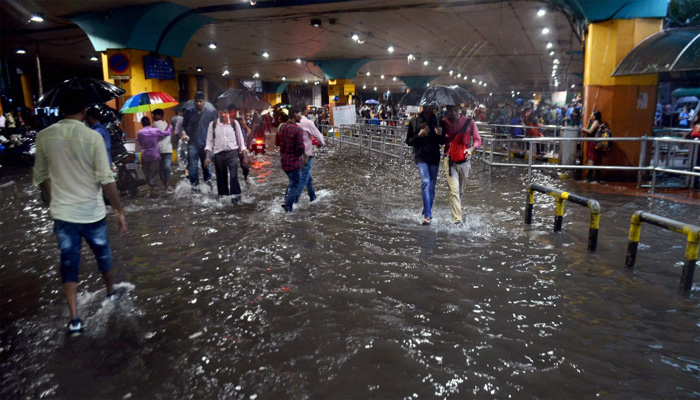 5 dead,  Mumbai in red alert ; more rains expected