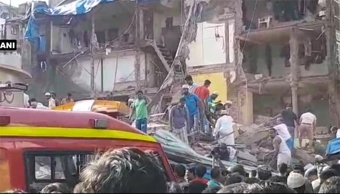 Mumbai : 1 dead, over 20 trapped after 3-floor building collapses