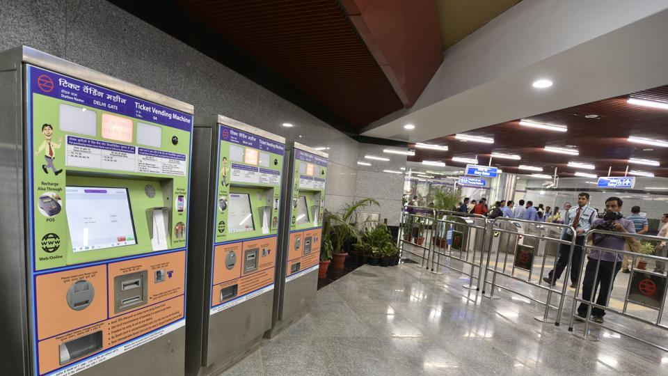 Delhi Metro removes token counters from 70 stations, time to get tech-savvy
