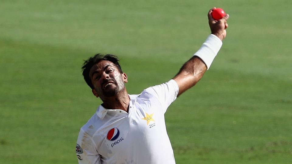 Wahab Riaz forgets how to bowl, gets trolled by Pakistan cricket fans