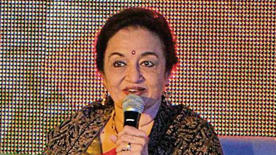 Hit Girl' Asha Parekh charms literati with her frankness.