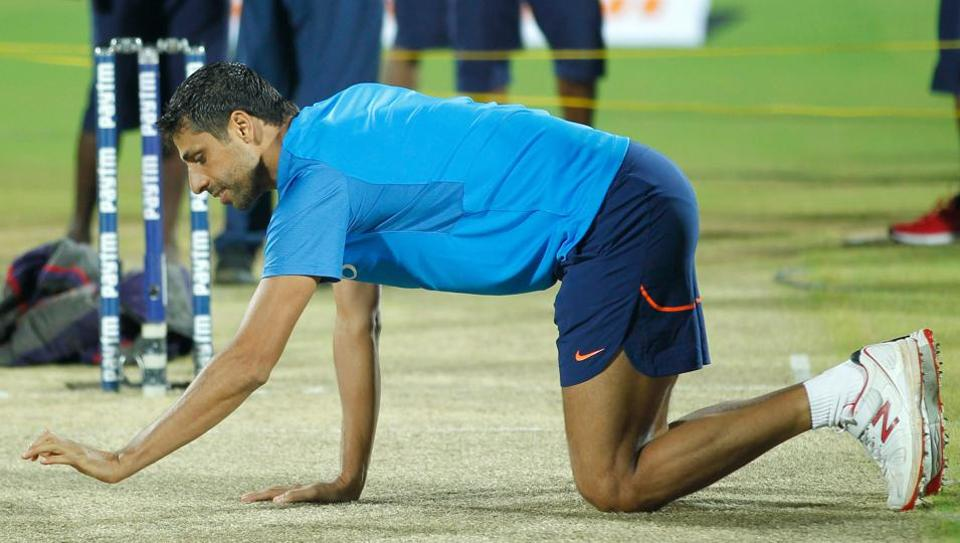 Ashish Nehra to retire from competitive cricket on November 1