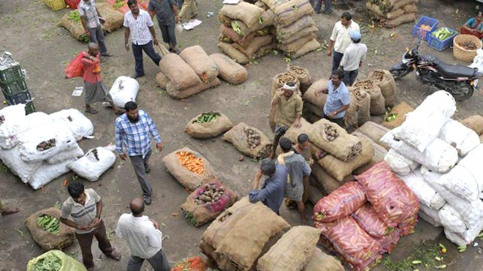 Wholesale inflation falls to 2.6% in Sept as food items soften.