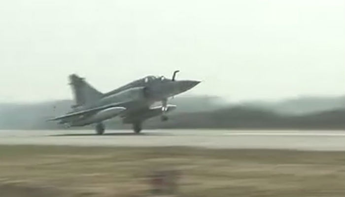 Indian Air Force fighter jets touchdown on Lucknow-Agra Expressway.