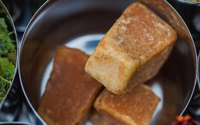 Gud (jaggery) is the only thing that can save your lungs from Delhi