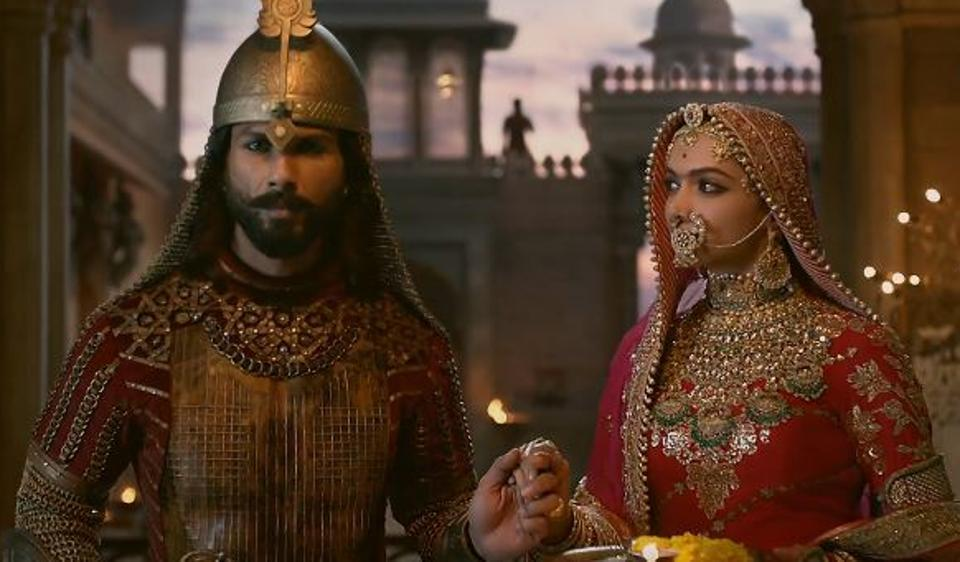 Padmavati song Ek Dil Ek Jaan: Deepika Padukone is Shahid Kapoor's strength in war, peace. Watch video.