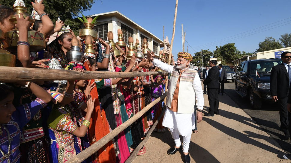 From selling tea to hugplomacy: Interesting quotes of Narendra Modi from Gujarat rallies