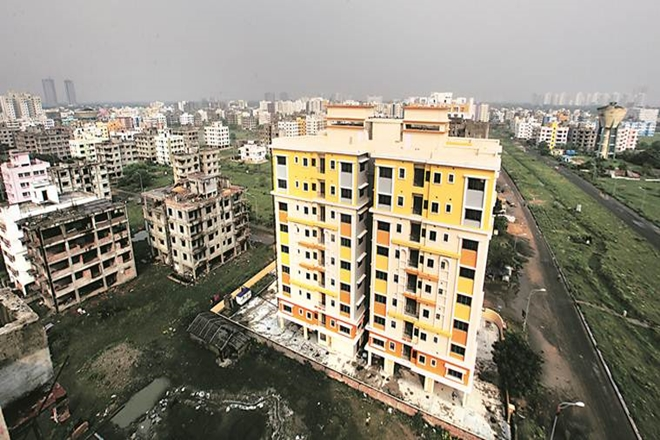 Noida property market: Yogi Adityanath cracks whip, orders builders to deliver 32,500 flats before 2018
