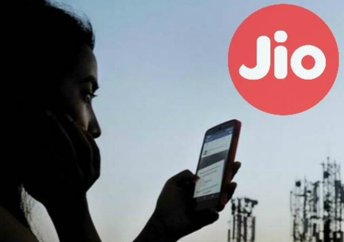 Jio Rs 199 Vs Airtel Rs 199 Vs Vodafone Rs 198: What you get in these mobile recharge plans