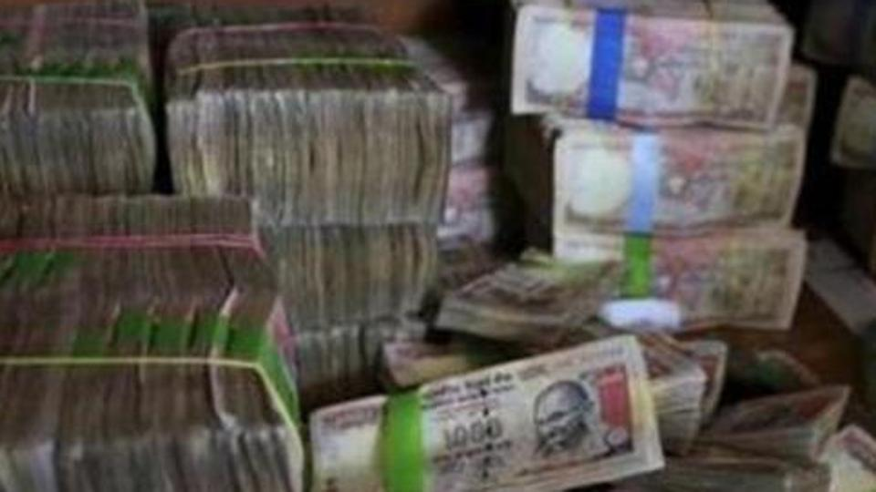 I-T dept seizes Rs 85 crore cash, bullion from illegal Delhi vault in anti-black money drive