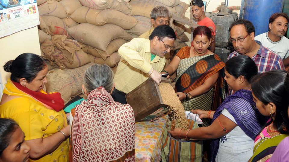 Aadhaar and public distribution system to be linked across Maharashtra