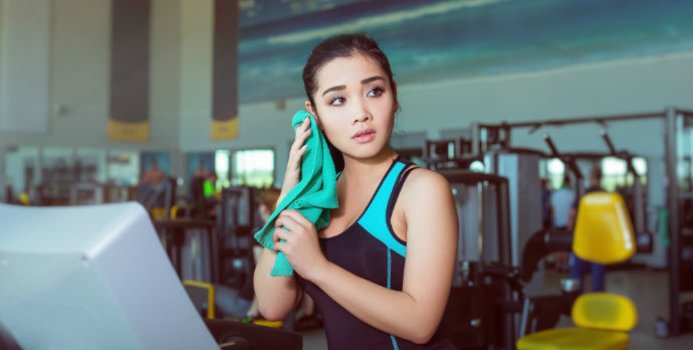 Avoid Making a Fitness Faux Pas With These 5 Tips for Gym Etiquette