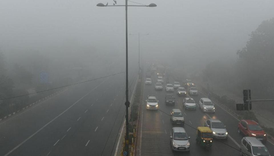 Delhi wrapped in dense fog as temperature drops to 5.6ºC, air quality 'very poor'