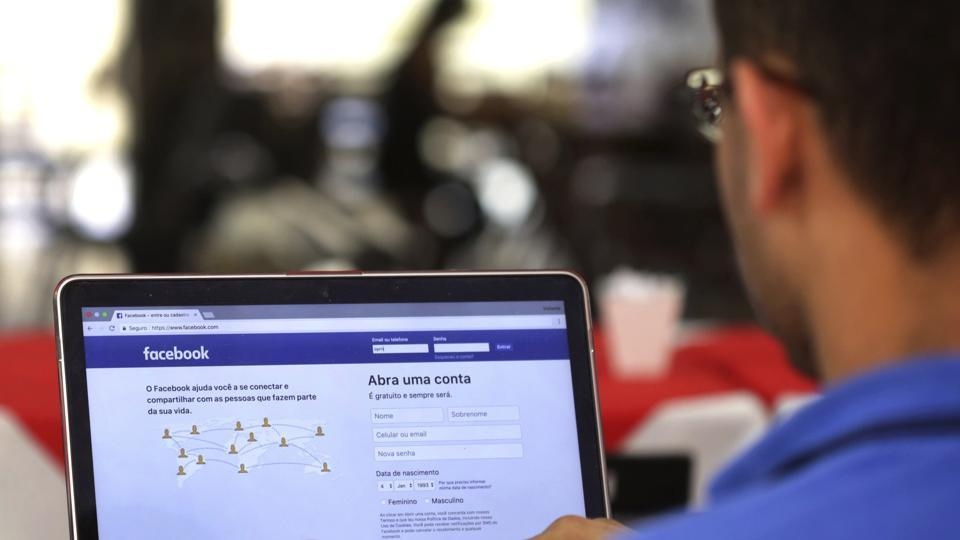 Facebook to roll out 'Stories' for desktop users: Report