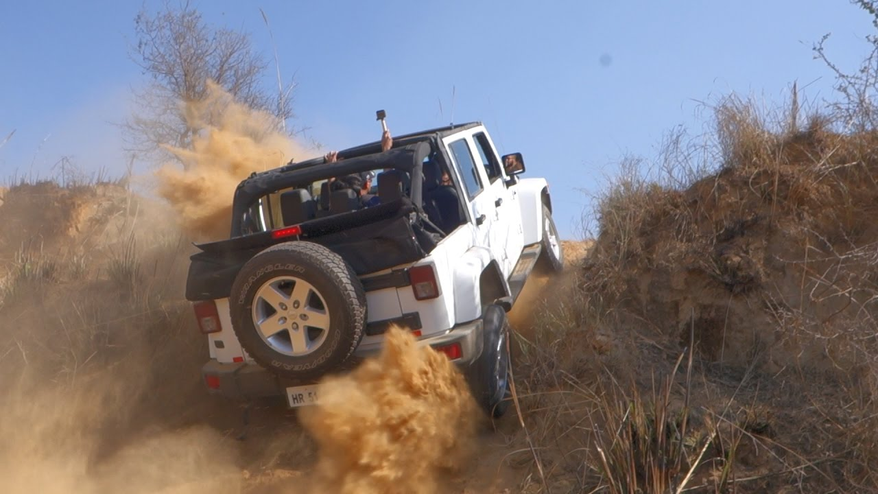 [Video] Mahindra Thar owns the Jeep Wrangler, Toyota Fortuner & Isuzu V-Cross like a BOSS!