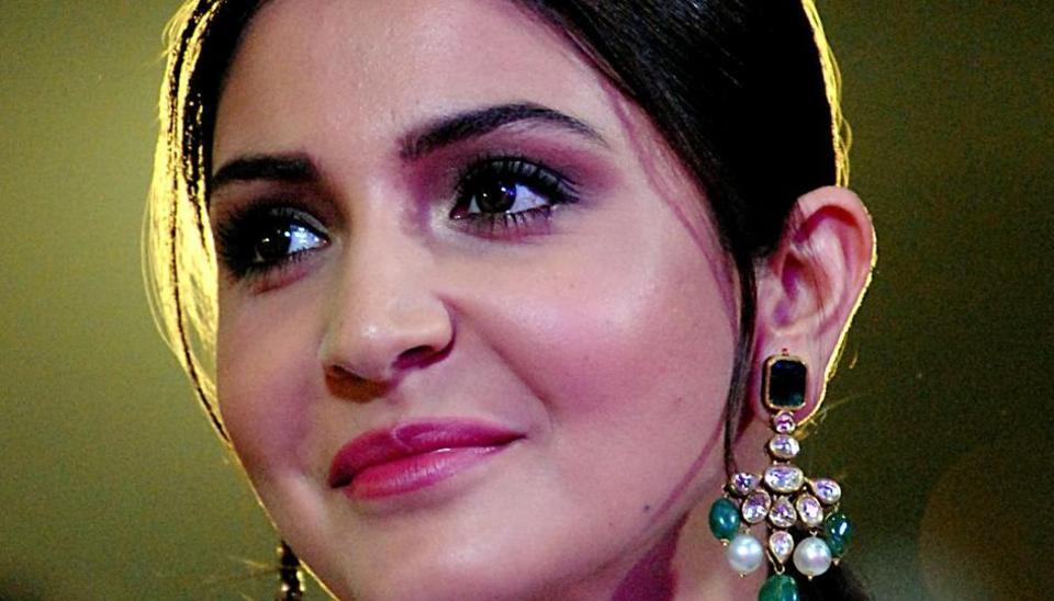New survey calls Anushka Sharma the most influential star online, Priyanka Chopra takes second spot