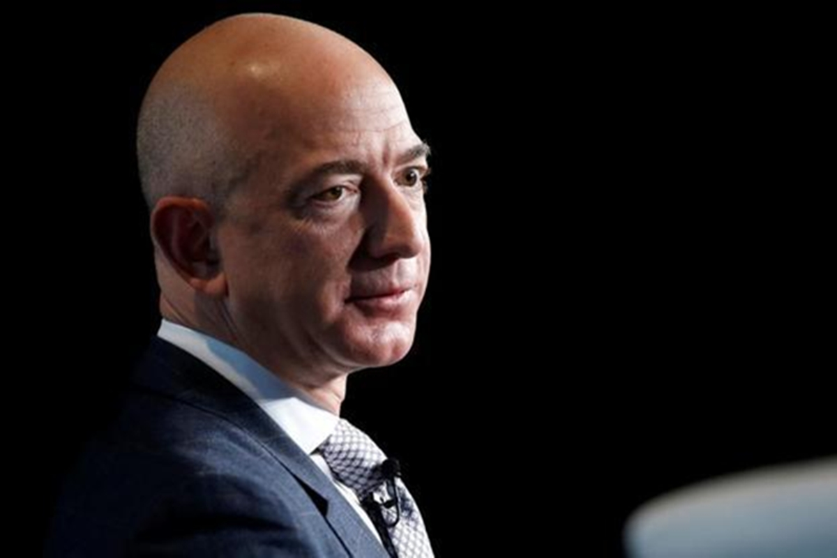 Amazon CEO Jeff Bezos becomes the world's richest man