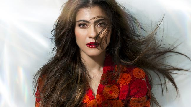 Kajol slips and falls at a mall. Then handles it like a boss