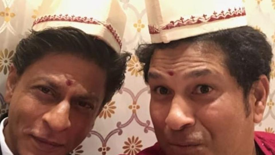 Shah Rukh Khan shares throwback picture with Sachin Tendulkar to match the cricketer's selfie