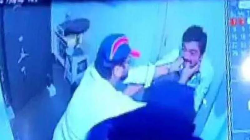 On CCTV, Hyderabad Jewellery Shop Owner Fights Off Robber Couple