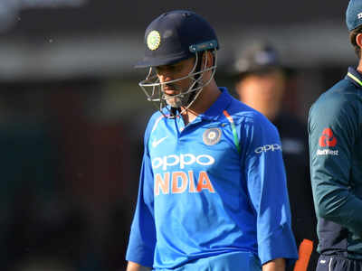 MS Dhoni booed by Indian spectators during 2nd ODI vs England
