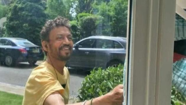 Irrfan Khan shares new pic from London, is fighting illness with a smile on his face