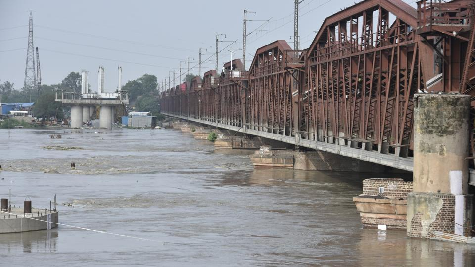 27 trains cancelled, 7 diverted after Delhi's Yamuna bridge closes due to high water levels