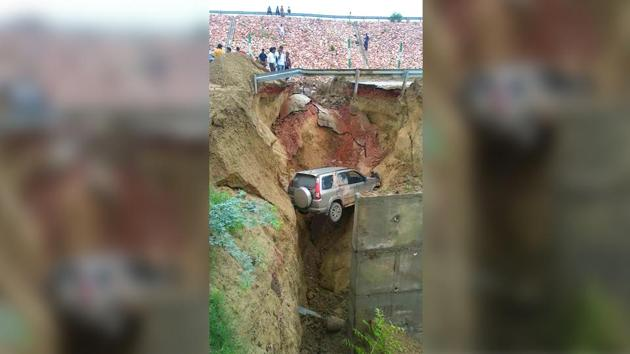 SUV plunges over 15 feet after road along Agra-Lucknow expressway caves in; probe ordered