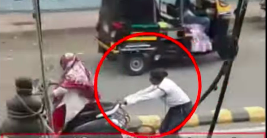 Lady cop stops fleeing Honda Activa rider by holding onto the moving scooter [Video]